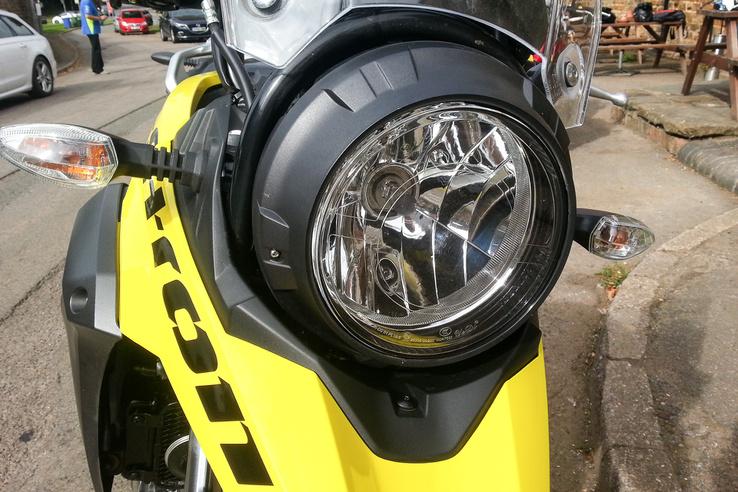 Na most ennek a helyére képzeljük el a Ducati Scrambler fényszóróját. UGYE?