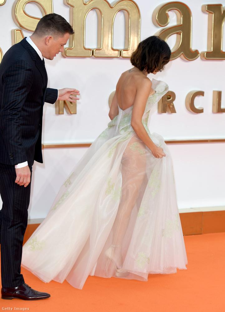 A másik ilyen személy Jenna Dewan-Tatum, aki egy máshogyan érdekes estélyit választott a cél érdekében.Itt férjével, Channing Tatum ugyancsakszínésszel látható.