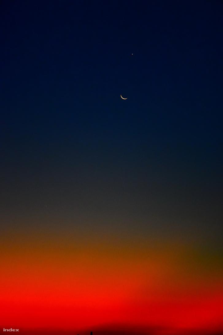 A hajnal találkozása az éjszakával, Hold és Vénusz együttállásával.