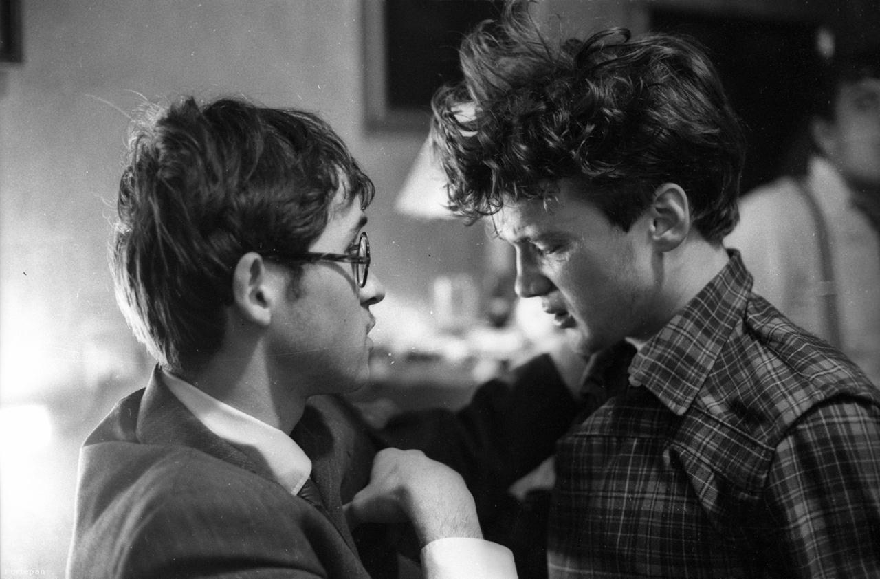 """""""Nem szeretem, ha egy filmről azt mondják, hogy önéletrajzi, de ezt a történetet lényegében a mi emlékeinkből, családi körünk élményeiből, ezeknek az éveknek a legendáiból raktuk össze. (...) Számunkra a történet fő erejét a mindenki által megélt, ismert, kamaszkori alapélmény jelentette"""" - mondta korábban a filmről Gothár Péter."""