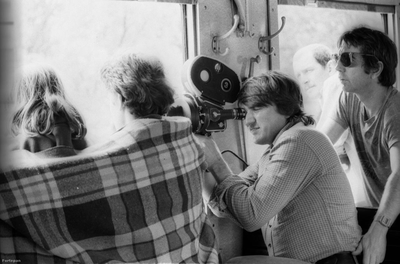 A film operatőre Koltai Lajos volt. Azért, hogy a film régiesnek, karcosnak tűnjön, szándékosan roncsoltak a negatívon.A fátyolos stílust pedig úgy csinálták meg, hogy a levegőbe krétaporokat szórtak. Ezen kívül a forgatás alatt erős neonfényeket használtak.