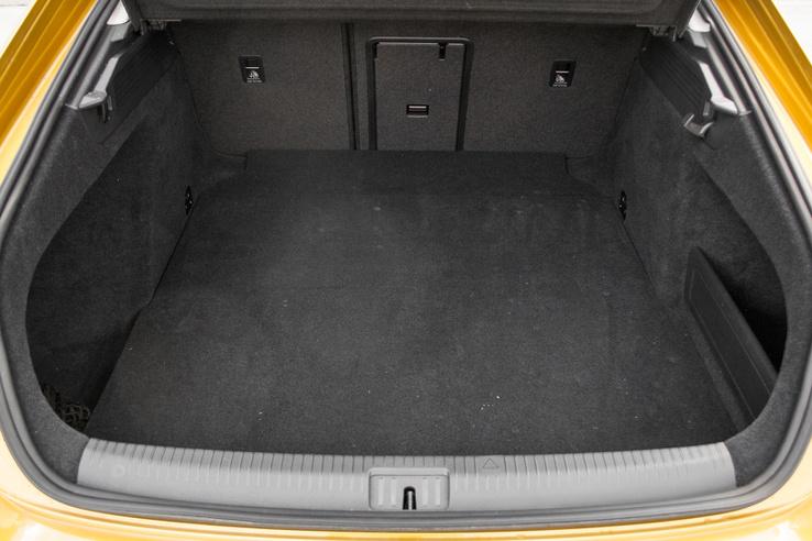 Könnyen pakolható és hatalmas csomagtér, családi autónak is szuper az ötajtós Passat