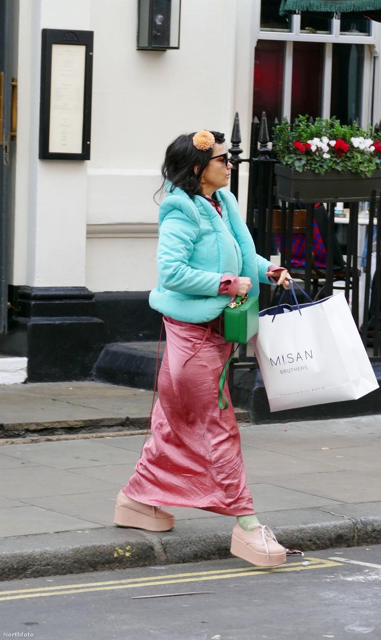 Na ki kel át az úton éppen itt a Sohóban, London belvárosában ezen a barátságtalan keddi napon?!