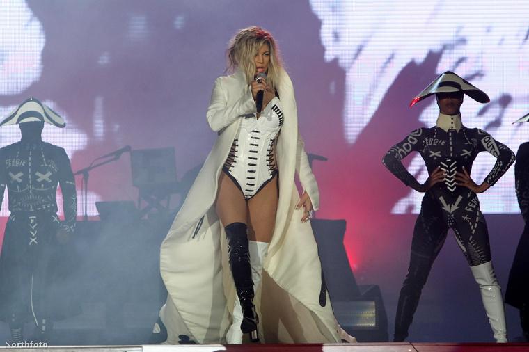 Emlékeznek ugye, mikor Beyoncé teljesen kiakadt, hogy egy fellépése közben rossz képek készültek róla? Azóta tudjuk, hogy külön tehetség kell ahhoz, hogy egy énekes koncertezés közben is képes legyen figyelni arra, hogy előnyös fotókat lőjenek róla