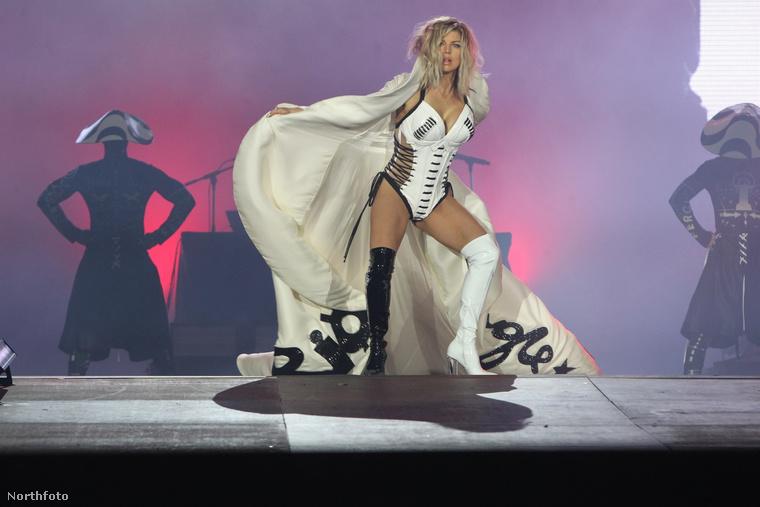 Az énekesnő nemrég új albumot adott ki, ezért most visszatért a színpadra, amit egy nagyon erős riói show-val indított