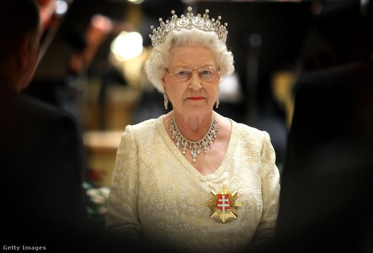 Ha Erzsébet királynőre gondolunk akkor legtöbb esetben egy ilyen kép ugrik be elsőre...