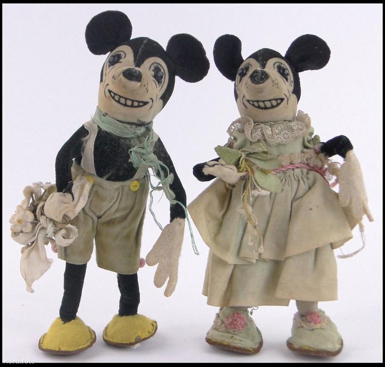 A királynő ugyanis néhány játékát és babaruháját elajándékozta az egykori dadusának, amiket most a bébiszitter családja elárverez