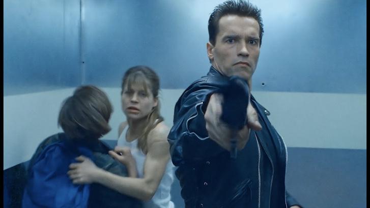 Arnold Schwarzenegger és Linda Hamilton a Terminator 2 című filmben