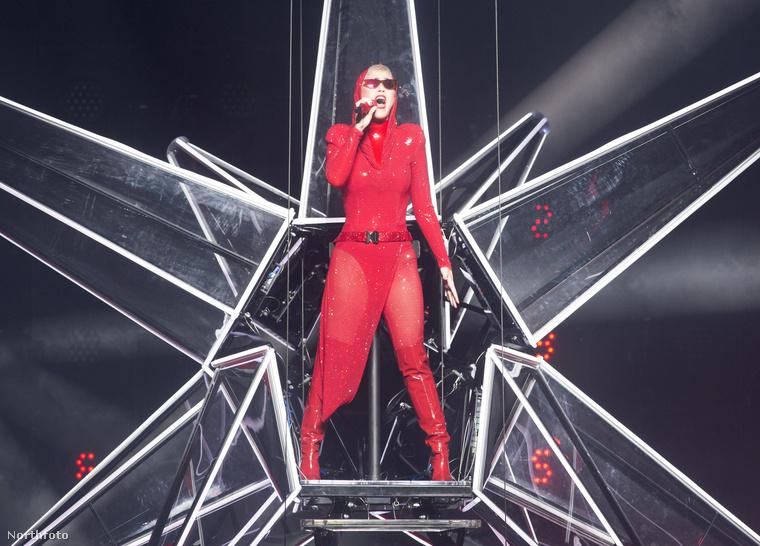 Mindenesetre ha ön is kíváncsi ezek után Katy Perry koncertjére, próbáljon meg Bécsbe jegyet szerezni június 4-re!