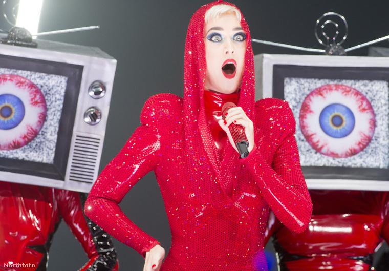 Katy Perry idei albumát a kritikusok eléggé lehúzták, és a slágerlistákon sem tarolt úgy, ahogy az énekesnőtől ezt megszoktuk