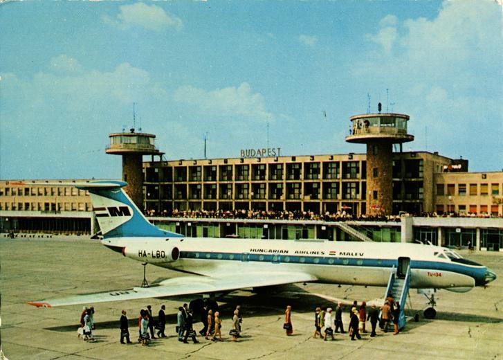 A Malév egyik Tu-134-ese képeslapon, az itt látható lajstromjelű (HA-LBD) gép 1971-ben zuhant le Kijev közelében