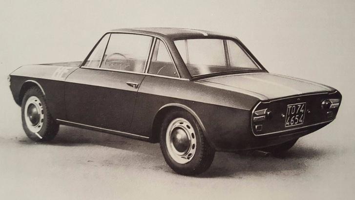 1966. Lancia Fulvia Coupé 1.3. 1216 köbcenti, 88LE/6200. Manapság erre az értékre vállat vonunk, de akkor a Fulvia volt a kor egyik fenegyereke