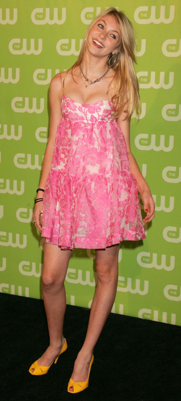 És itt van Jenny Humphrey, azaz Taylor Momsen.