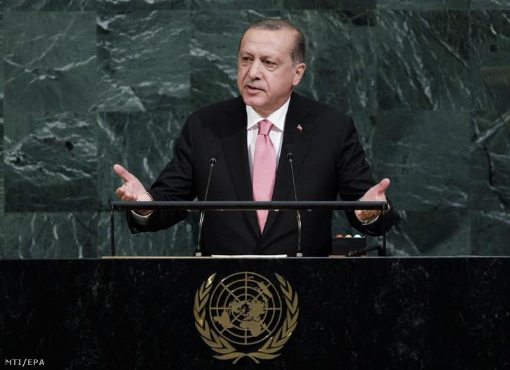 Recep Tayyip Erdogan török elnök az ENSZ Közgyûlése 72. ülésszakának nyitóülésén a világszervezet New York-i székházában 2017. szeptember 19-én.