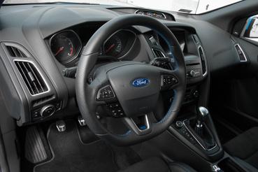 Túl sok extra nincs a Ford műszerfalán, de ami van, az fontos