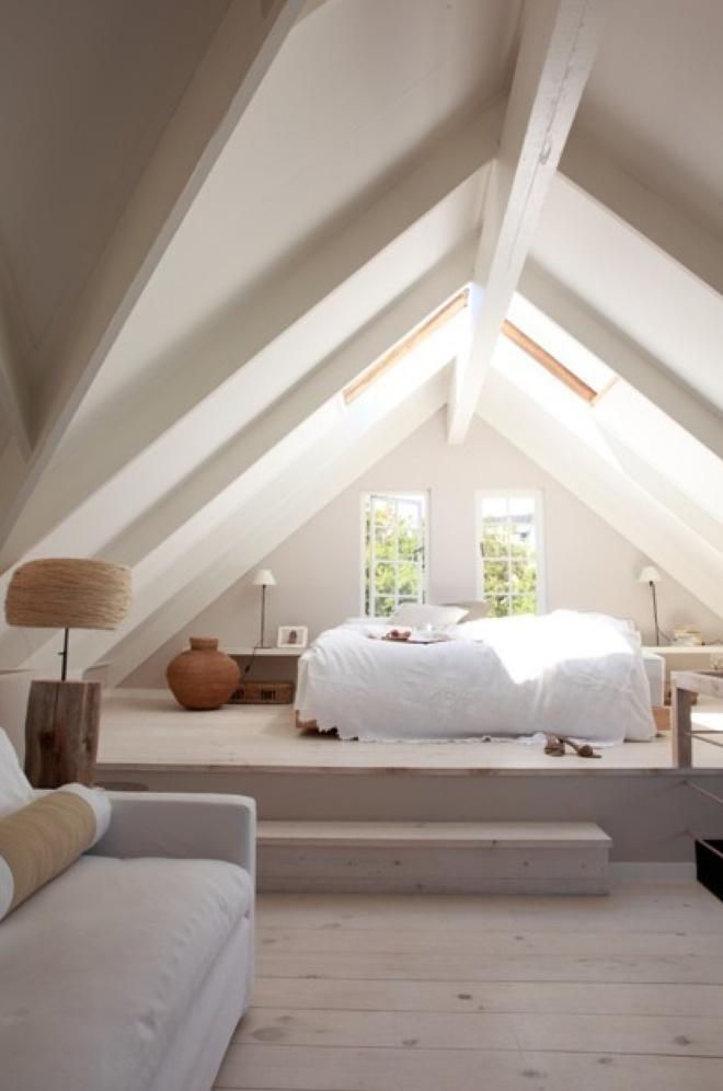 Ferde falak, kicsi hely: 12 gyönyörű megoldás tetőréti lakásokba ...