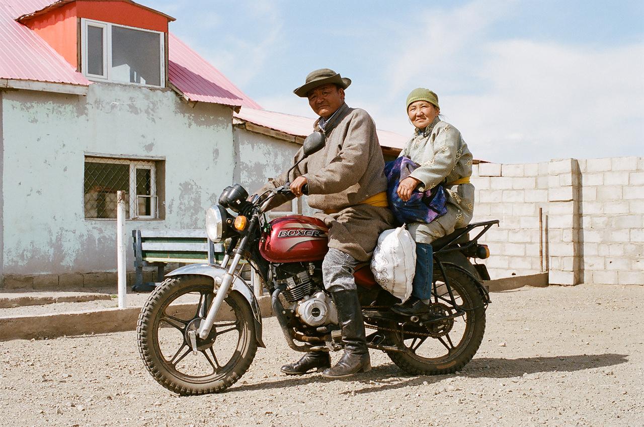Rengeteg a kínai motor Mongóliában. Praktikus közlekedési eszköz, ráadásul az állatokat is tudják vele terelni.