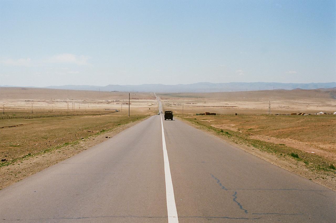 Ritkaság: jó minőségű út a sivatagban.