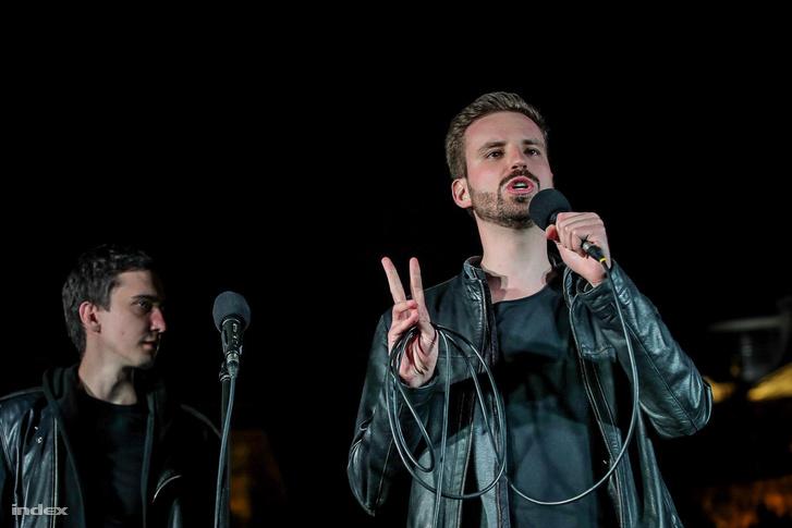 Gulyás Márton a Nem maradunk csendben elnevezésű Facebook-csoport által meghirdetett tüntetésen a belvárosi Szabadság téren 2017. április 15-én.