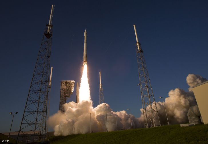 Az OSIRIS-RExet hordozó Atlas–5 rakéta fellövése a floridai Cape Canaveral bázison 2016. szeptember 8-án.