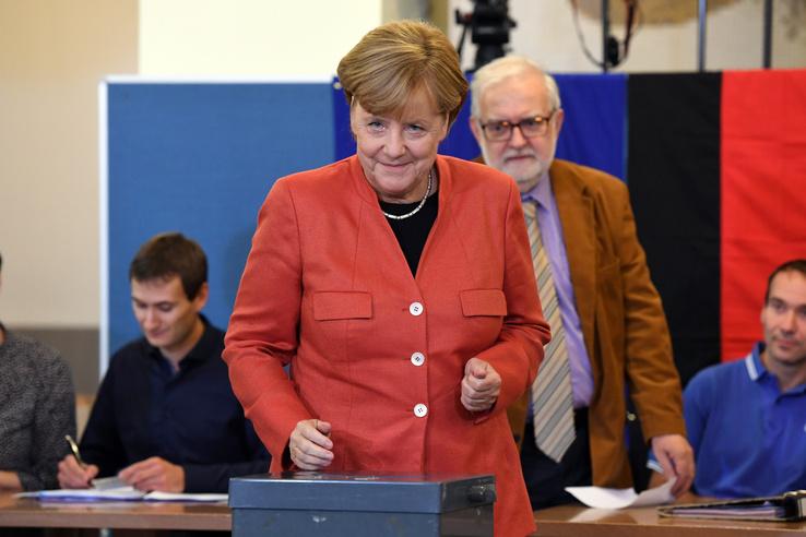 Merkel miután leadta szavazatát.