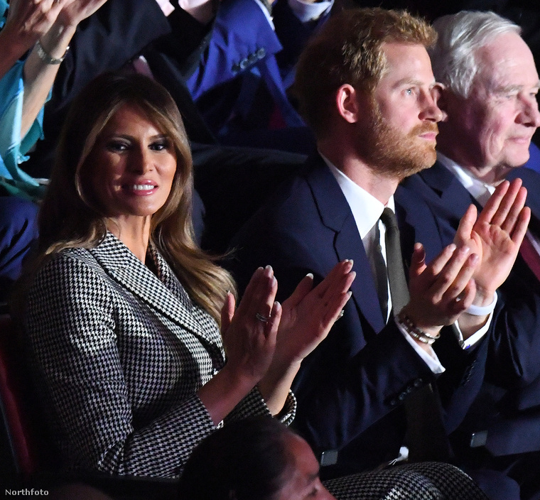 """Azt szintén csak találgatni tudjuk, hogy Melania Trump mire gondolhatott, de ezt a """"segítsetek rajtam"""" nézését már jól ismerjük."""
