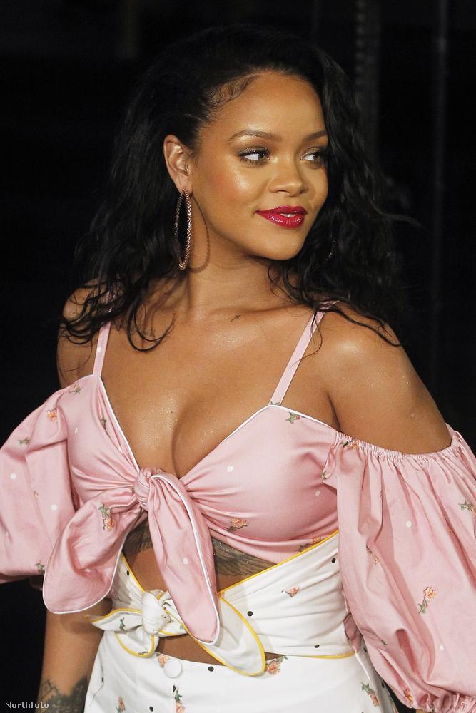 Ez az énekesnő saját szépségápolási márkájának, a Fenty Beautynak volt a sajtóeseménye ugyanis.