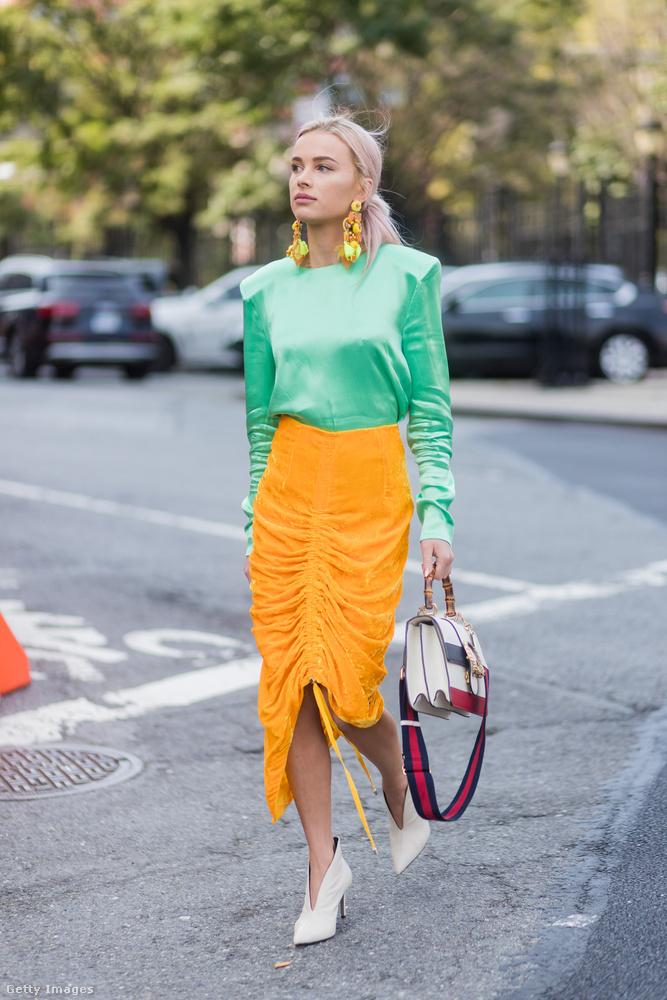 A lengyel divatblogger, Julia Kuczynska mentazölddel hozta össze a sárgát New Yorkban.