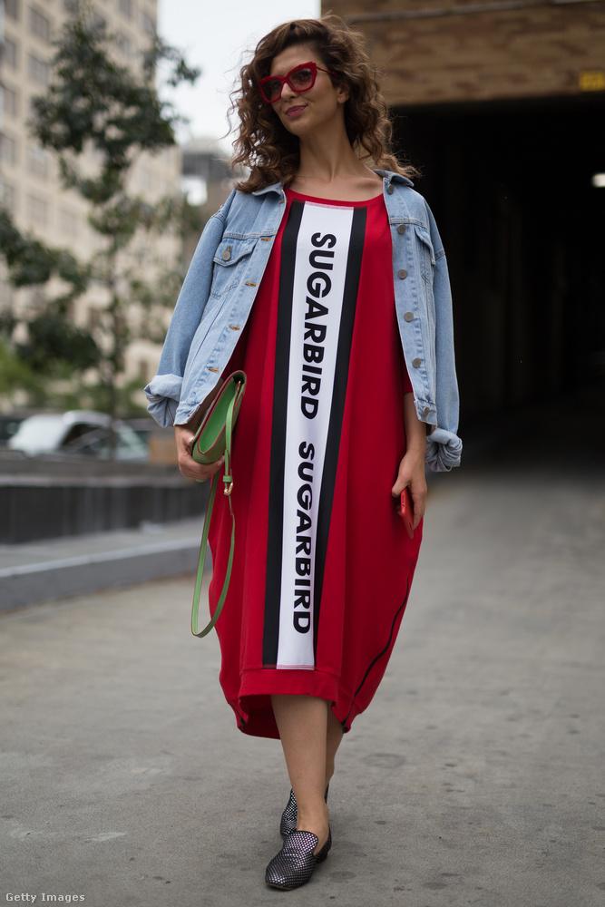 Érti valaki ezt a Sugarbird feliratos pulóverruhát?