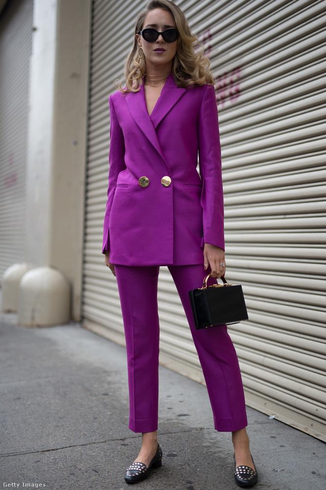 Lila nadrágkosztüm Mary Orton bloggeren New Yorkban.