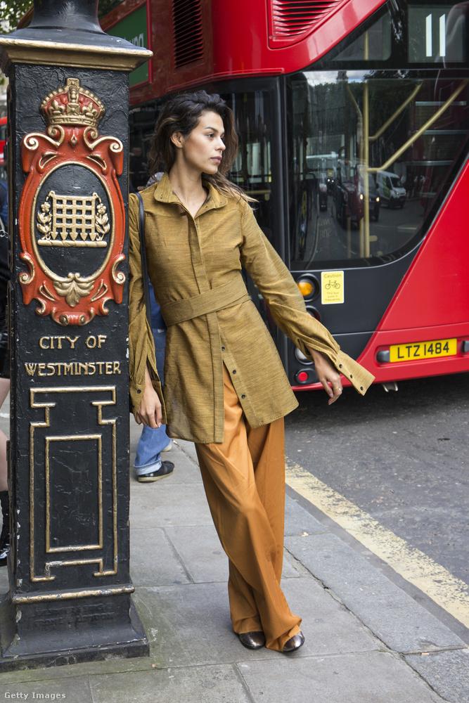 Londonban nagyon felkapott tetőtől-talpig barnába öltözni.
