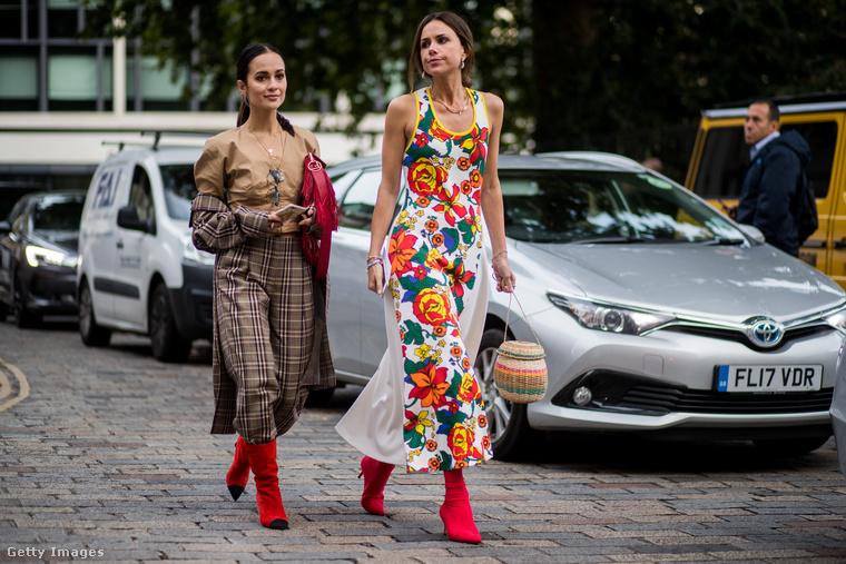 Londonban mindent piros csizmával hordanak, a klasszikus kockásat és a virágos hippiruhát is.