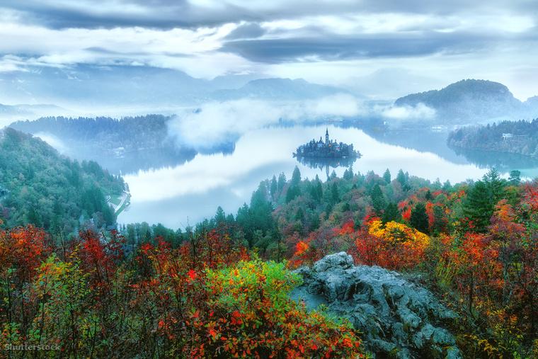 Vissza Európába: ha nem akarod a fél világot átrepülni hogy Japánban kirándulgass, a szomszédos Szlovéniában a Bledi-tónál hasonlóan festői körülményeket találsz.