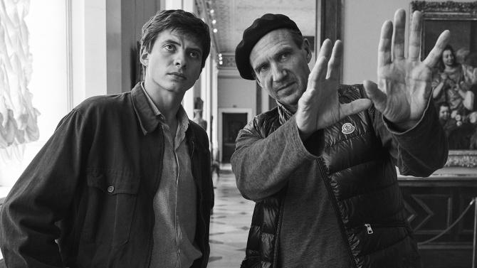 Ralph Fiennes és Oleg Ivenko a forgatás szünetében