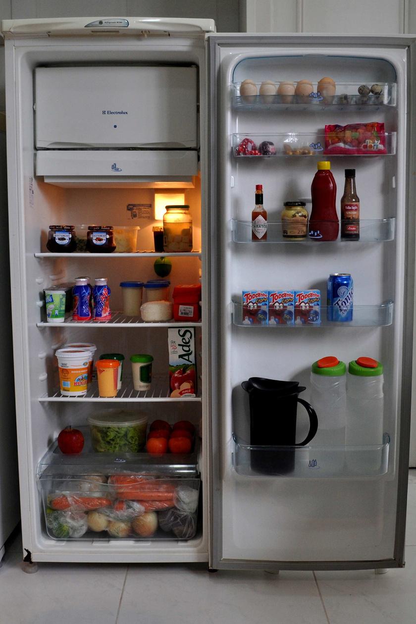 Sokszor a hűtő viszi el a legtöbb áramot a lakásban. Összeállításunk mind a villany-, a víz- és a fűtésszámla csökkentésére is konkrét eszközöket mutatunk.