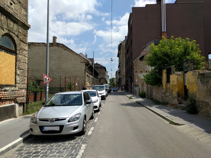 Az átalakuló Magdolna utca: régi és új házak, meg rengeteg foghíjtelek
