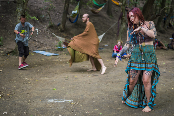 Fesztiválozók a Samsara Jóga és Zenei Fesztiválon