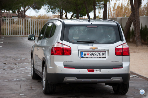 Az autóipar újra feltalálta az emelt kombit hét üléssel