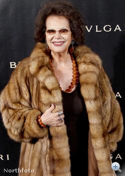 Claudia de Frász december 9-én