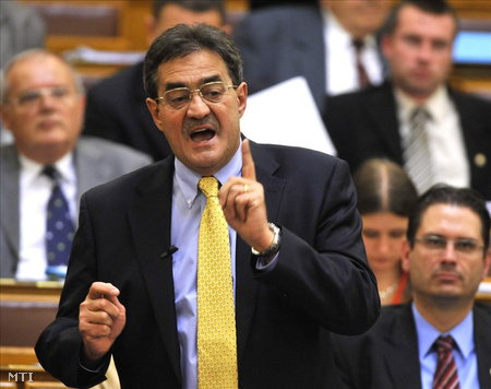 Pősze Lajos a parlamentben (Fotó: Beliczay László)