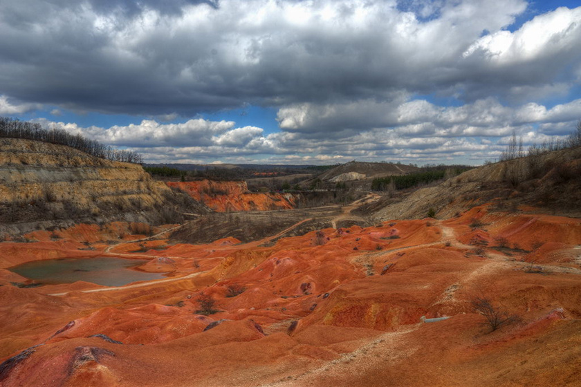 Gánton nagy múltra tekint vissza a bauxit bányászata. A termelést 1926-ban kezdték meg a település mellett.