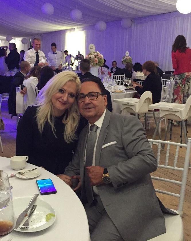 Fásy Ádám és felesége a hétvégén egy esküvőre voltak hivatalosak, ott készült a közös fotó.