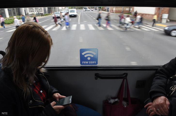 Debrecenben a DKV ingyenes wifit telepített a városi villamosokra