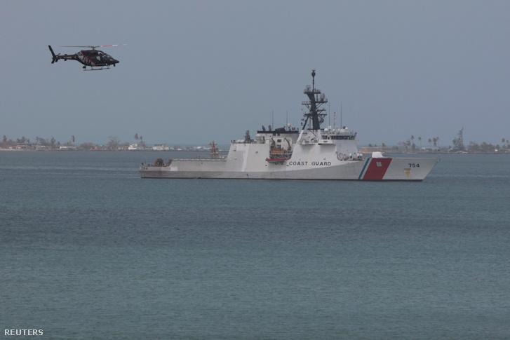 Az USA parti őrségének hajója a San Juan-i kikötőben