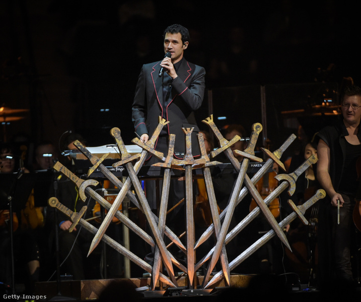 Ramin Djawadi egy Trónok harca-koncerten, 2017-ben a Madison Square Gardenben