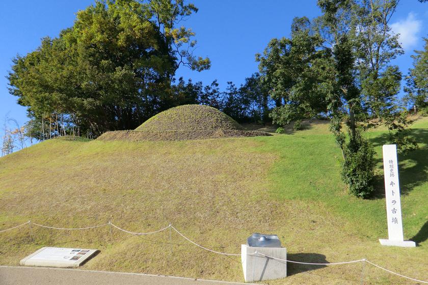 Az 1 méter magas, 2,4 méter széles Kitora-sírt egyetlen személy eltemetésére alkothatták az ősi Japánban.