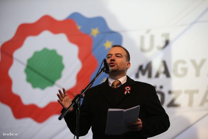 Lattmann Tamás felszólal egy 2015 március 15-én rendezett ellenzéki tüntetésen