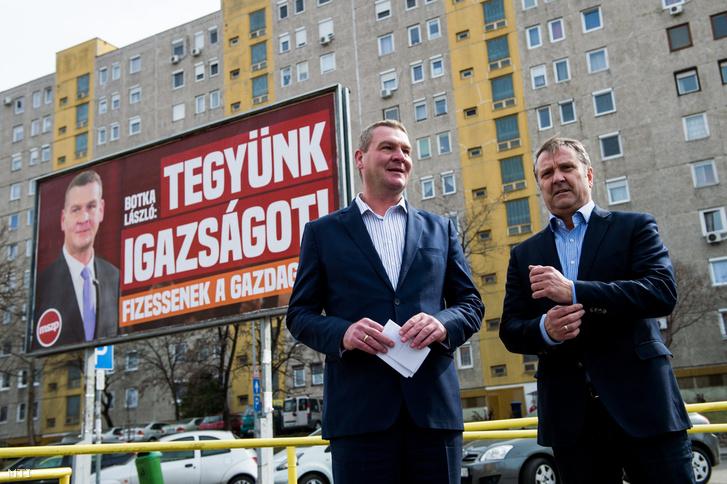 Botka László az MSZP miniszterelnök-jelöltje (b) és Molnár Gyula a párt elnöke a Kispesti Centrum Áruház parkolójában tartott sajtótájékoztatójukon 2017. március 16-án