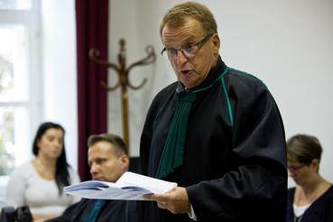 A másodrendű vádlott védője beszél
