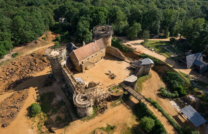A projektet a történészek segítségével álmodták meg, az 1200-as évek mintájára.